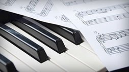 Play Piano Today - Easy Festive Favorites & Piano Party Hits Udemy Coupon & Review